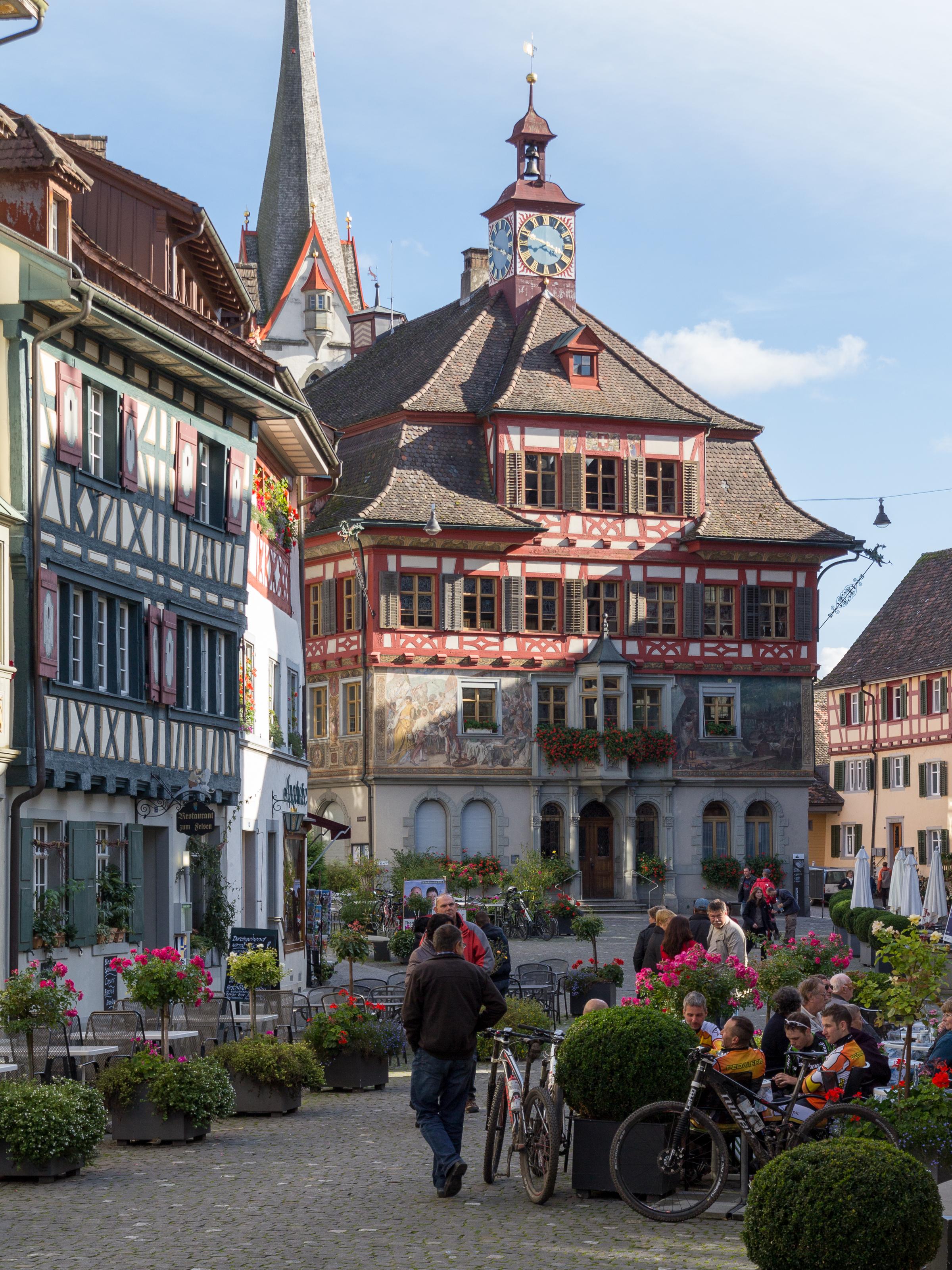 File:Rathaus und Rathausplatz Stein am Rhein-20111009.jpg - Wikimedia  Commons