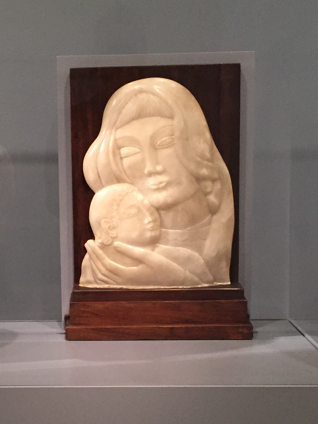 Mother and Child, ca. 1924, alabaster relief in wood frame, Smithsonian American Art Museum, Gift of John N. Stern, 1996.89A-B