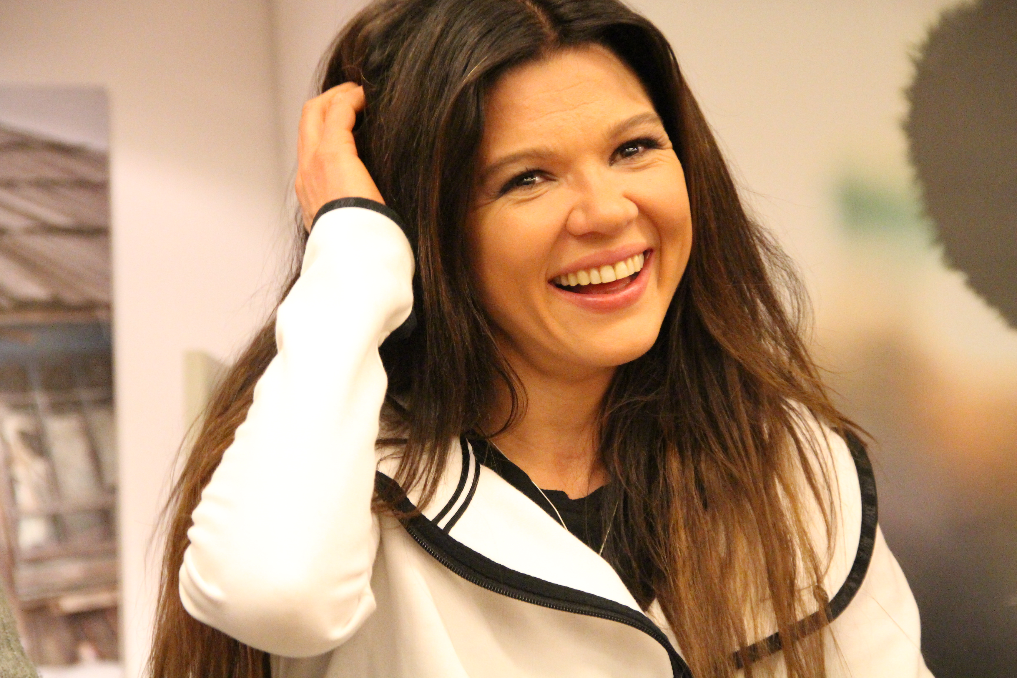 The 5-year old daughter of father (?) and mother(?) Ruslana in 2019 photo. Ruslana earned a  million dollar salary - leaving the net worth at 2 million in 2019