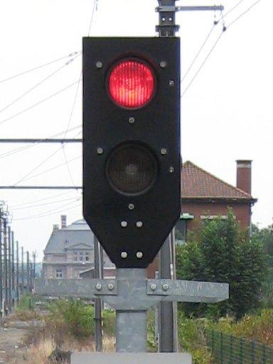 File:Signal sncb simplifié fermé.jpg