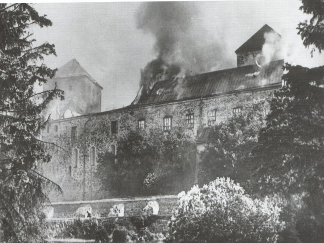File:Turku Castle 1941 burning.jpg