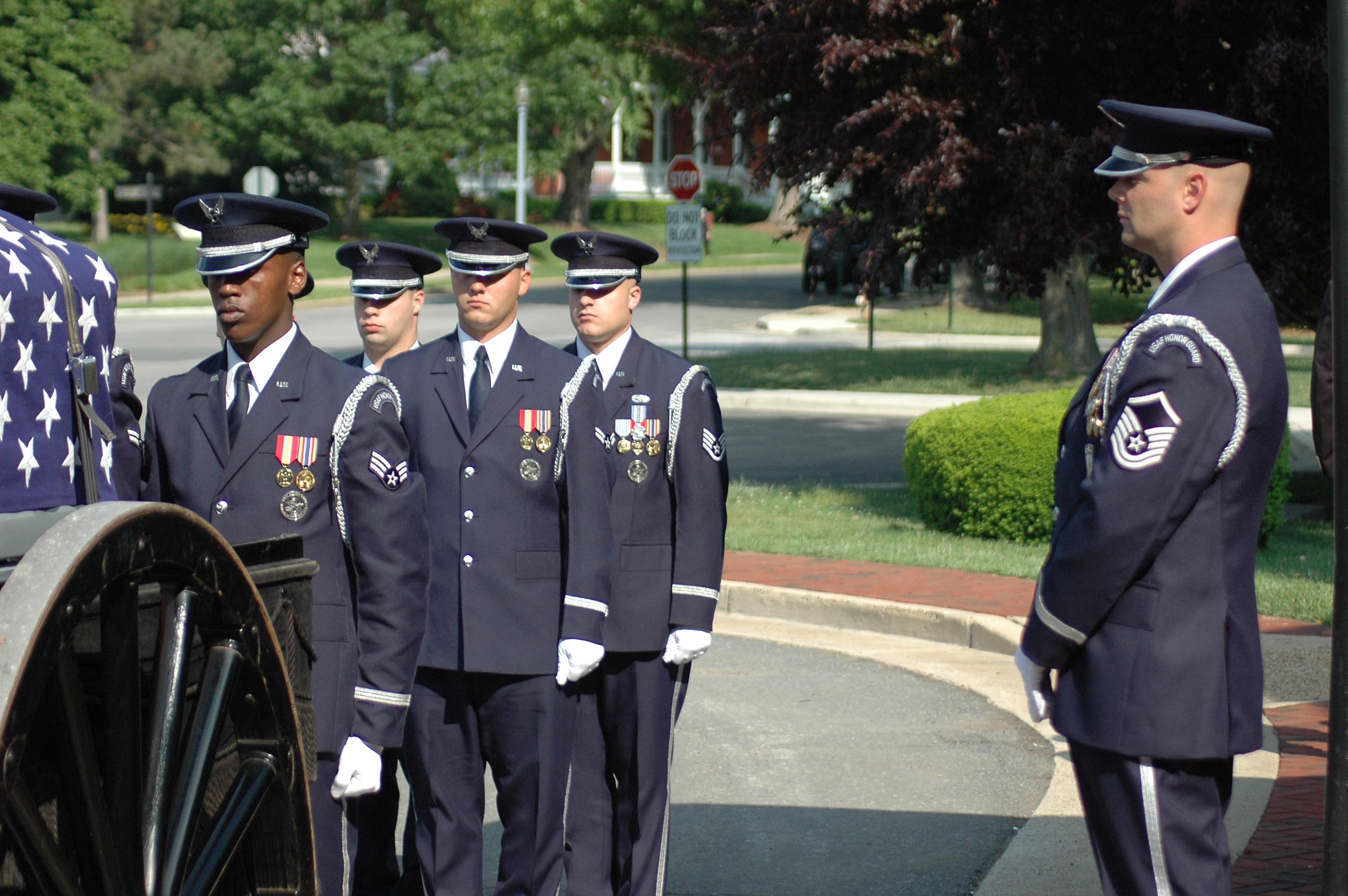 Onoranze Funebri A Roma USAF_Honor_Guard_Funeral_Detail