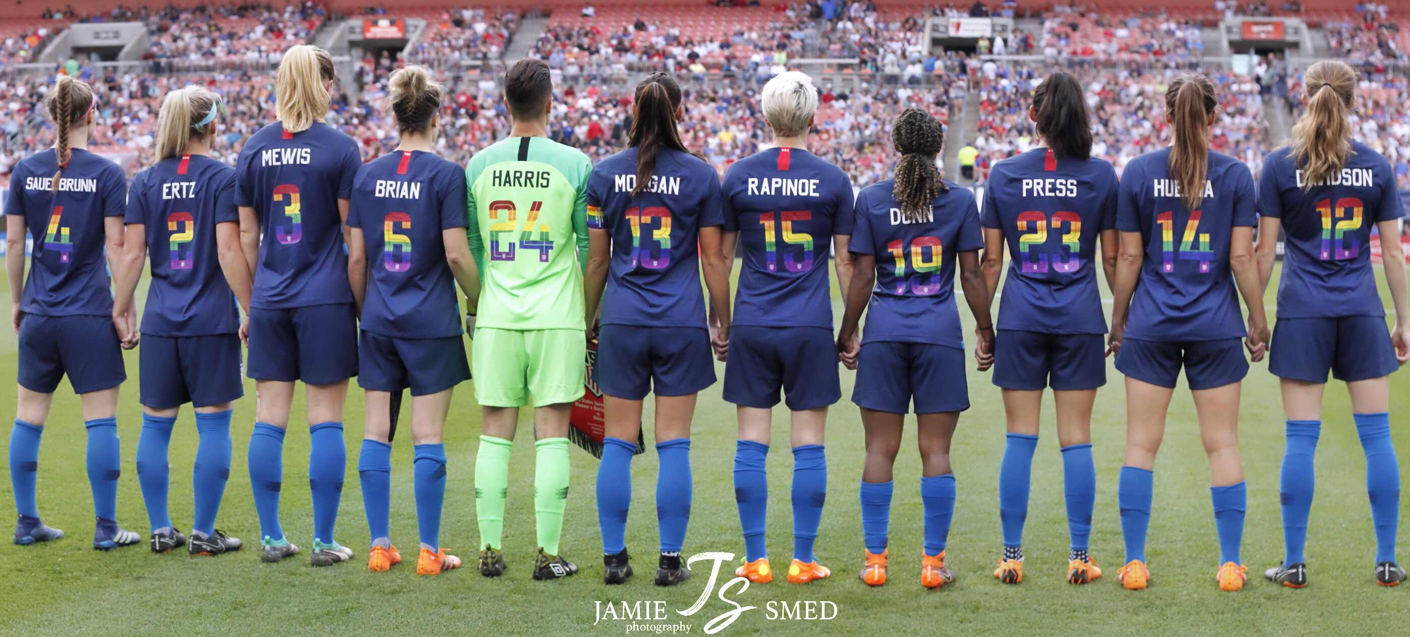 best website a4f71 01dfc File:USWNT pride jerseys (42381076165).jpg - Wikimedia Commons