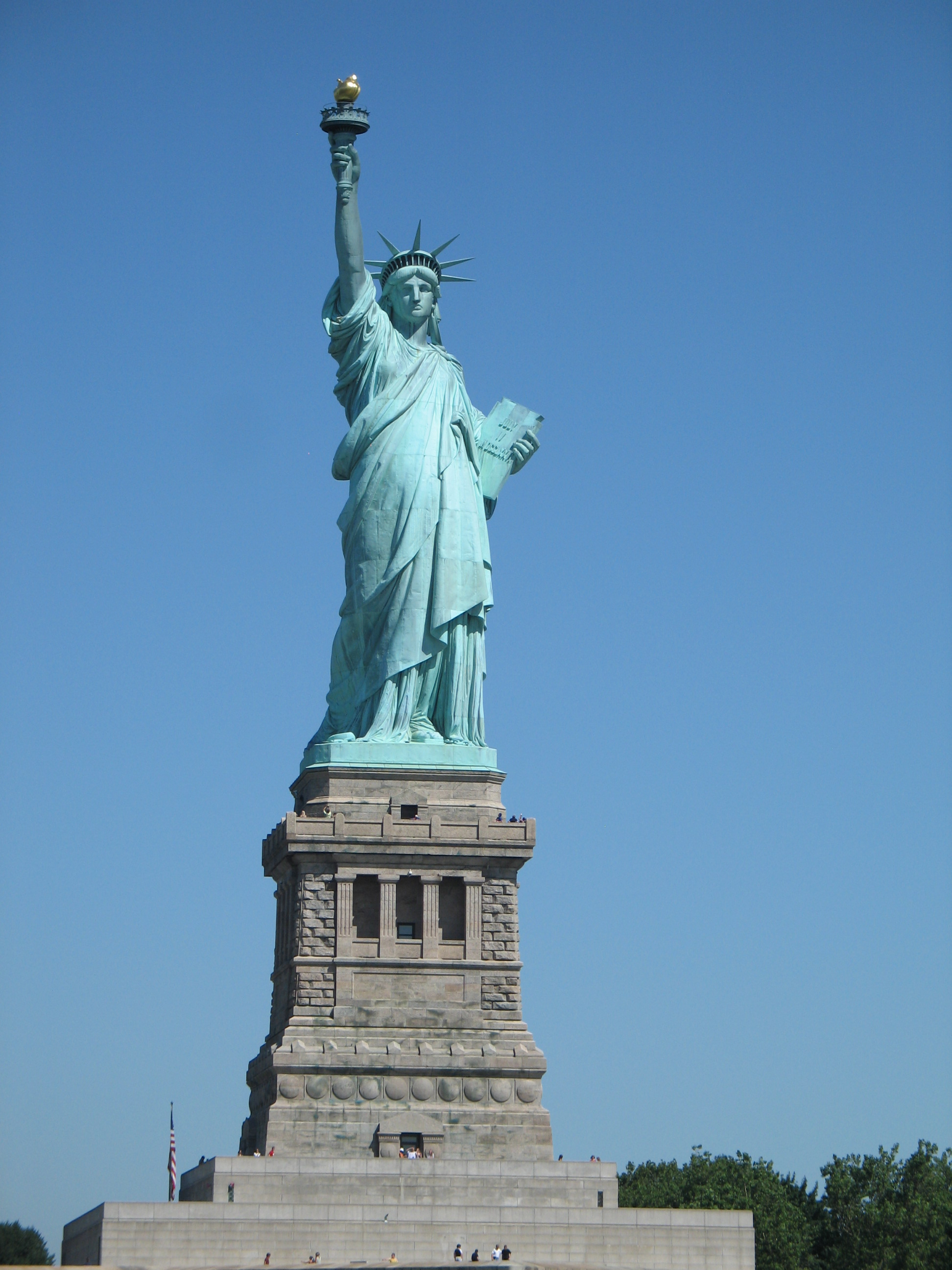 http://upload.wikimedia.org/wikipedia/commons/4/42/US_-_Liberty_Island_-_05.JPG