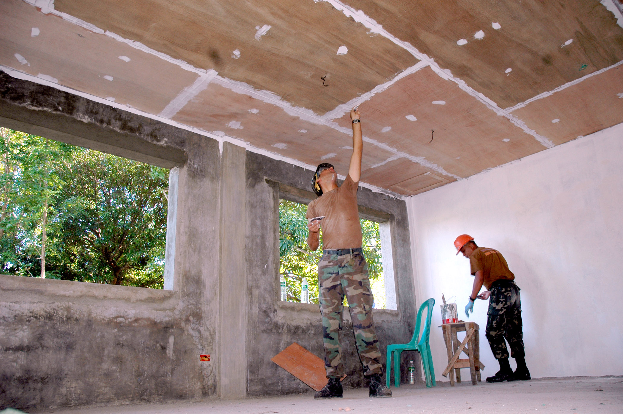 Как сделать потолок из фанеры своими руками 49
