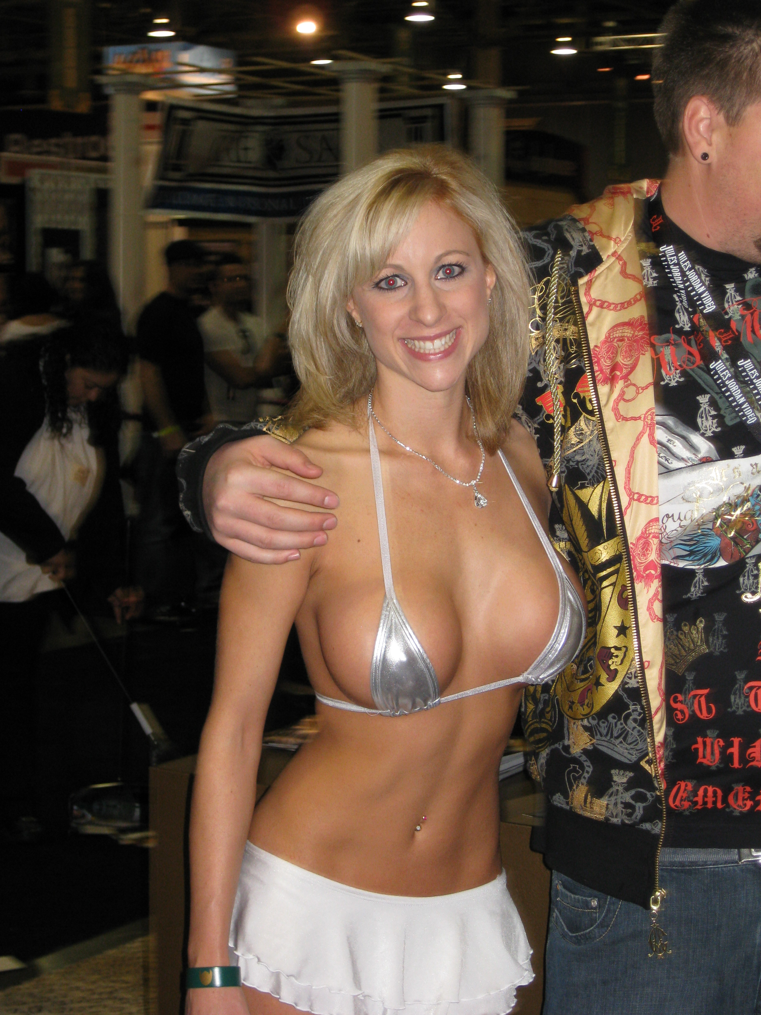 File:Unknown starlet at AVN Adult Entertainment Expo 2008