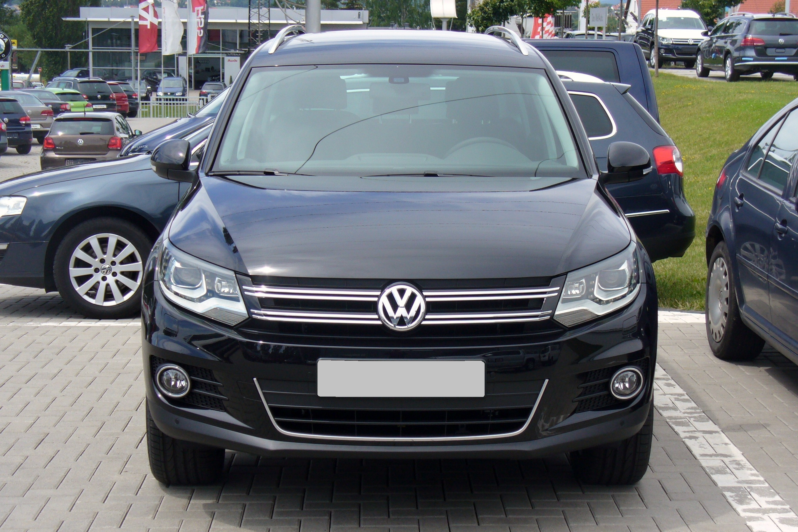 file vw tiguan sport style 2 0 tdi 4motion deep black facelift front jpg wikimedia commons. Black Bedroom Furniture Sets. Home Design Ideas