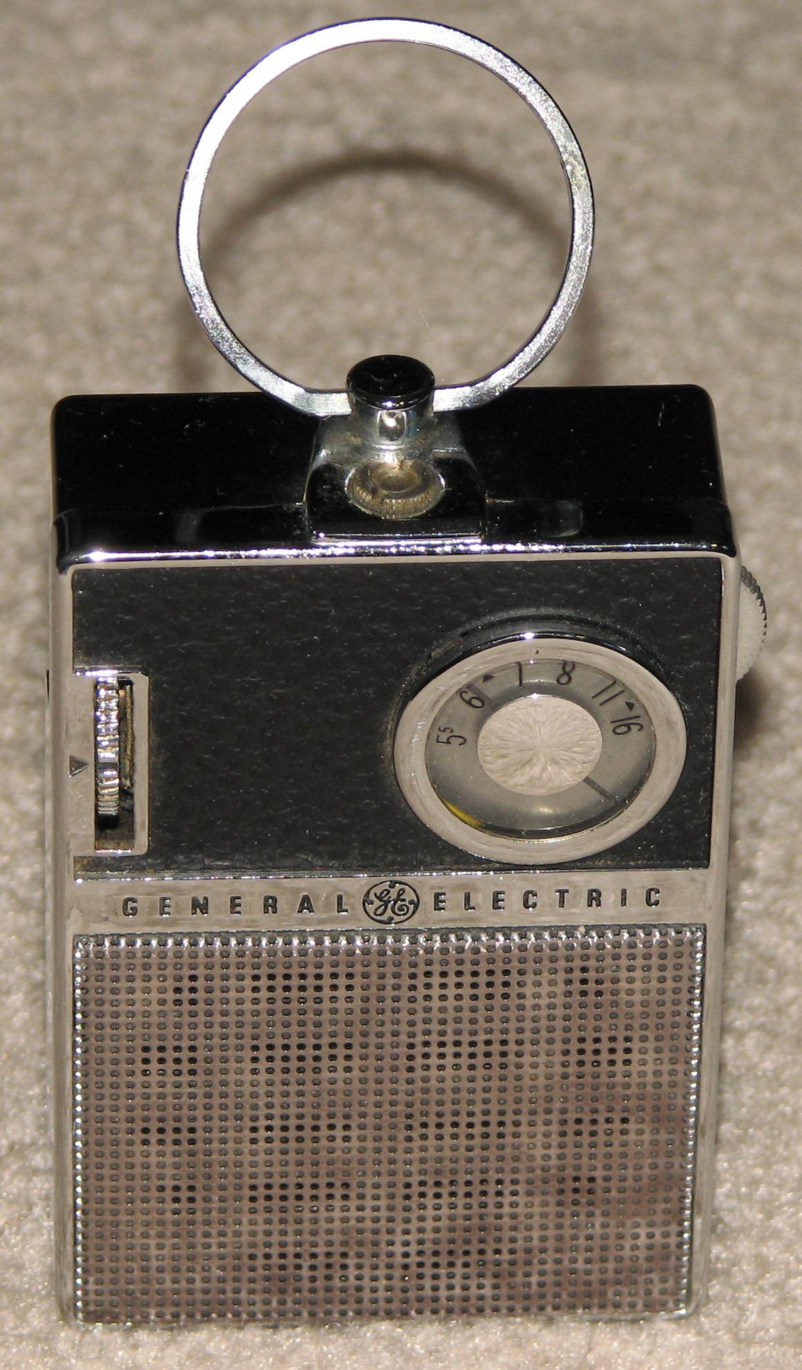 File Vintage Ge  General Electric  Transistor Radio With Top Ring Handle  Model P