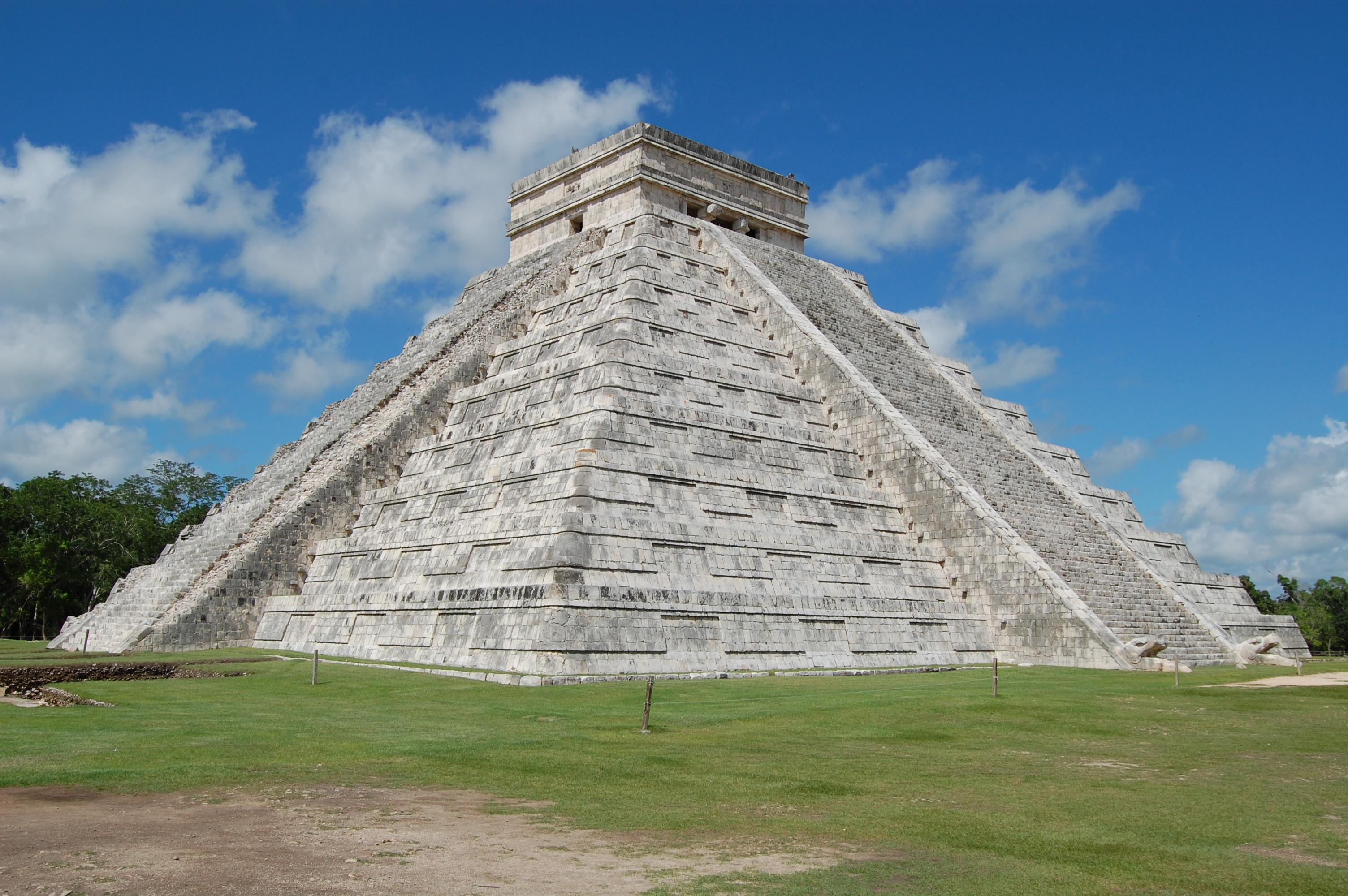 File:003 El Castillo o templo de Kukulkan. Chichén Itzá, México. MPLC.jpg - Wikimedia Commons