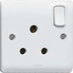 15 A switched socket-outlet to BS 546