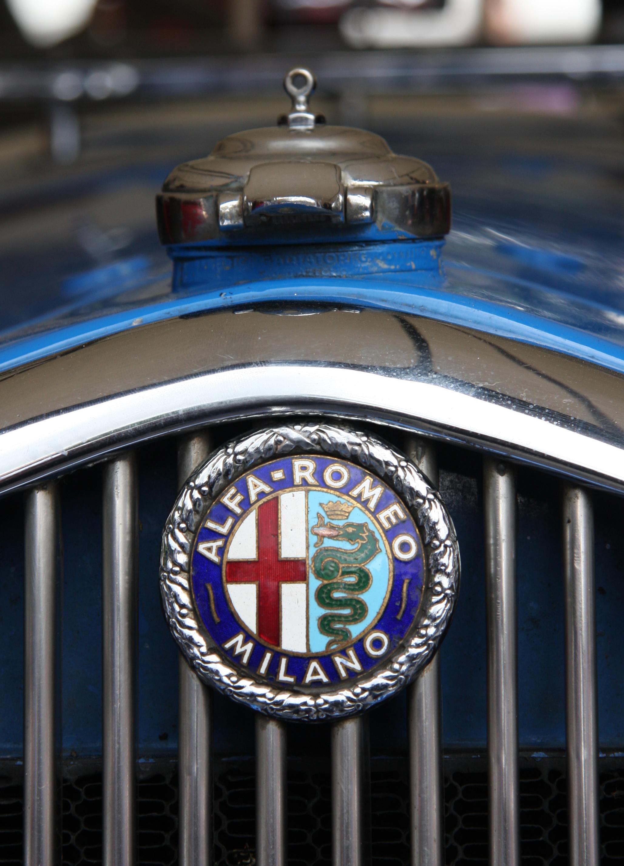 File 1933 Alfa Romeo Badge Jpg Wikimedia Commons