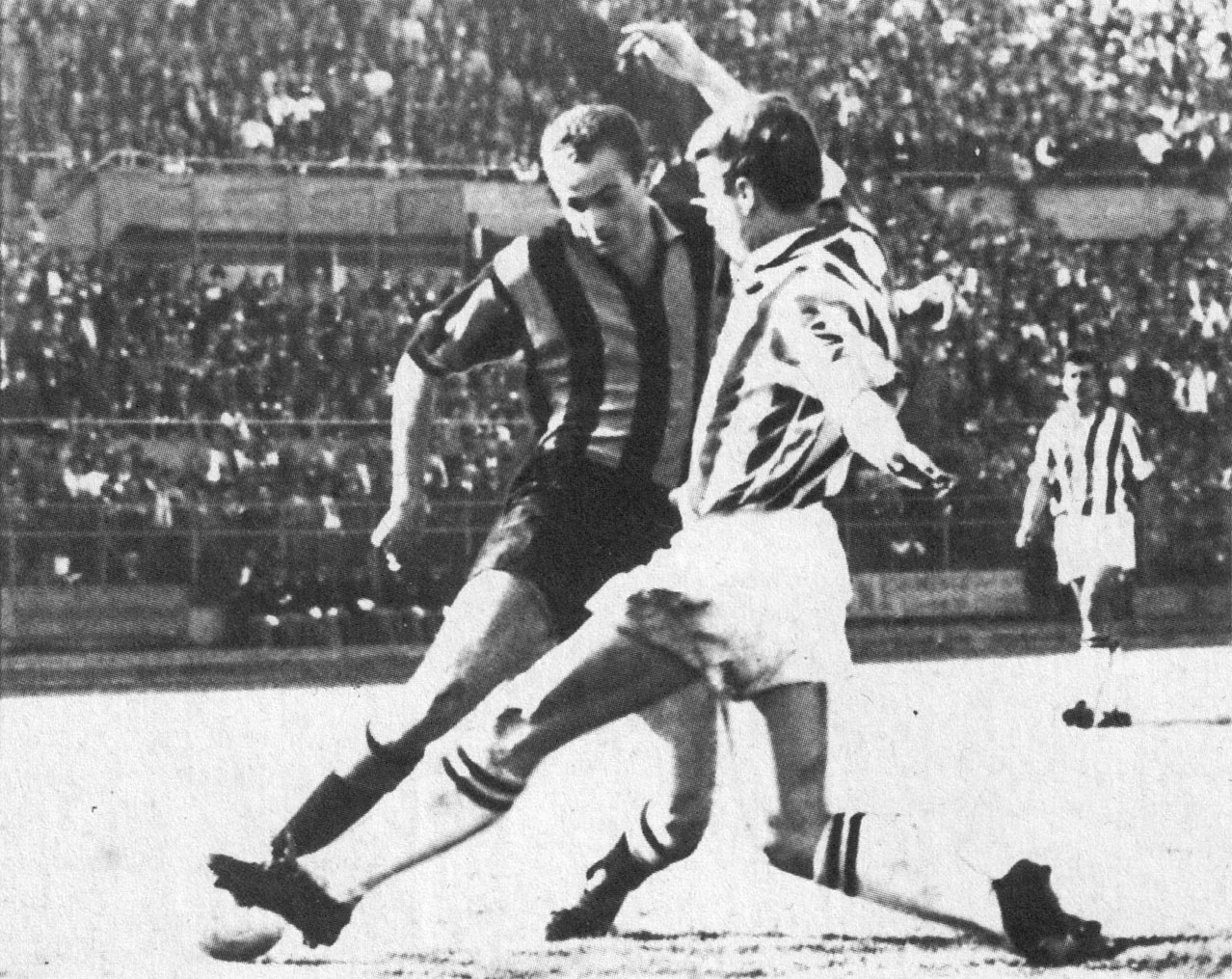File 1960 61 Serie A Juventus V Inter Milan Mazzola Contrasts With Sarti Jpg Wikimedia Commons