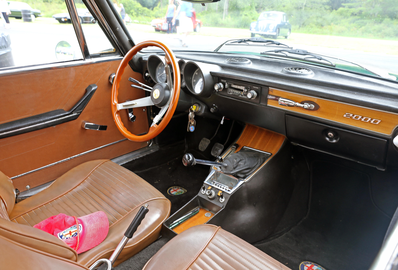 File 1972 Alfa Romeo 2000 Gtv 115 01 Interior Lime Rock Jpg Wikimedia Commons