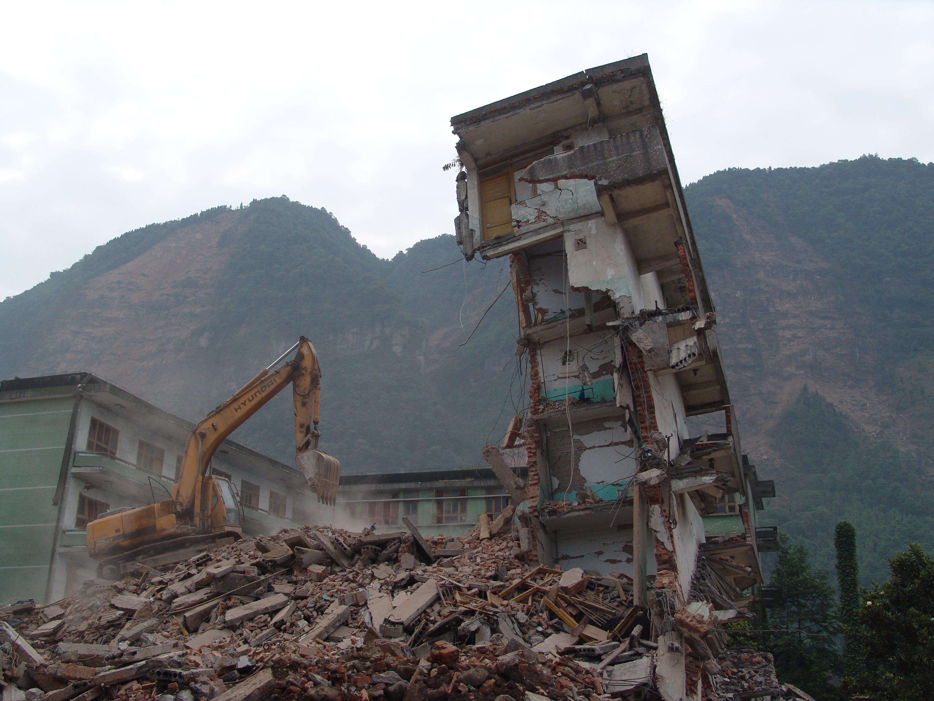 Com 大 地震