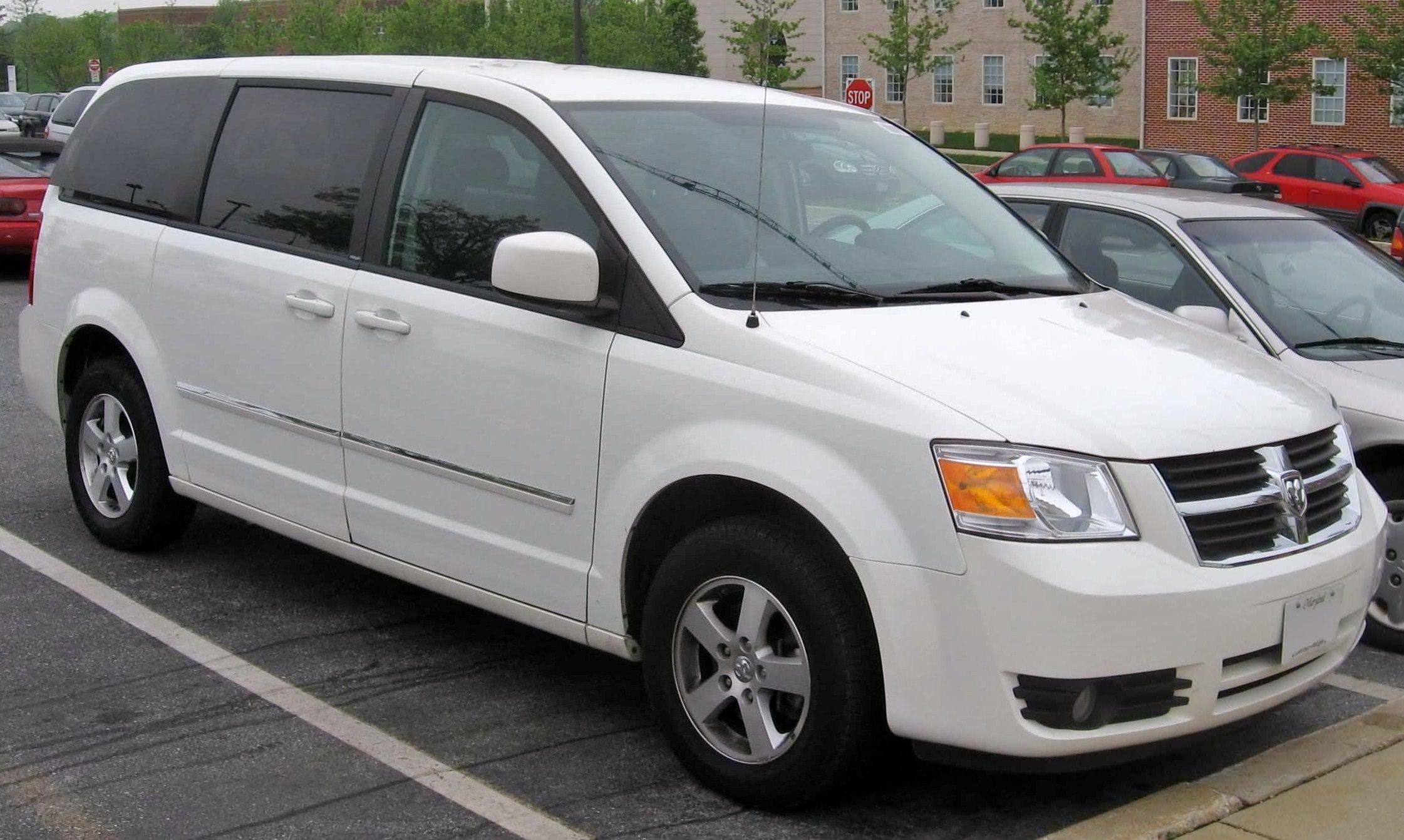 Town And Country Camper >> File:2008 Dodge Grand Caravan SXT.jpg - Wikimedia Commons