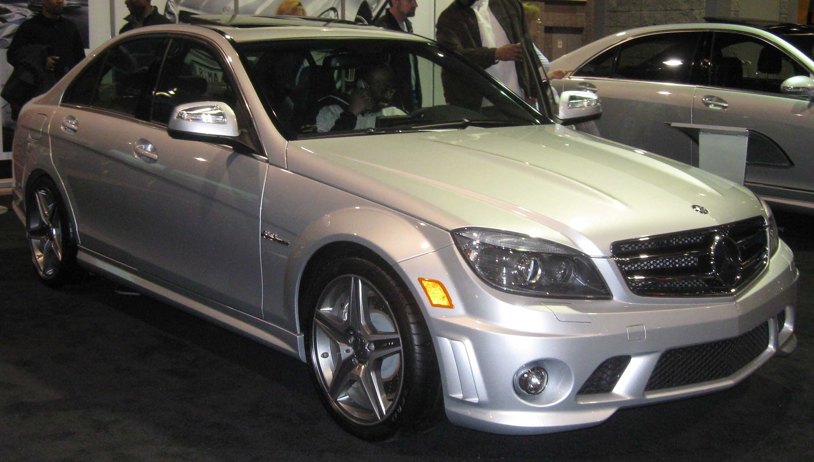 File 2009 mercedes benz c63 amg wikimedia commons for Mercedes benz c63 amg 2009