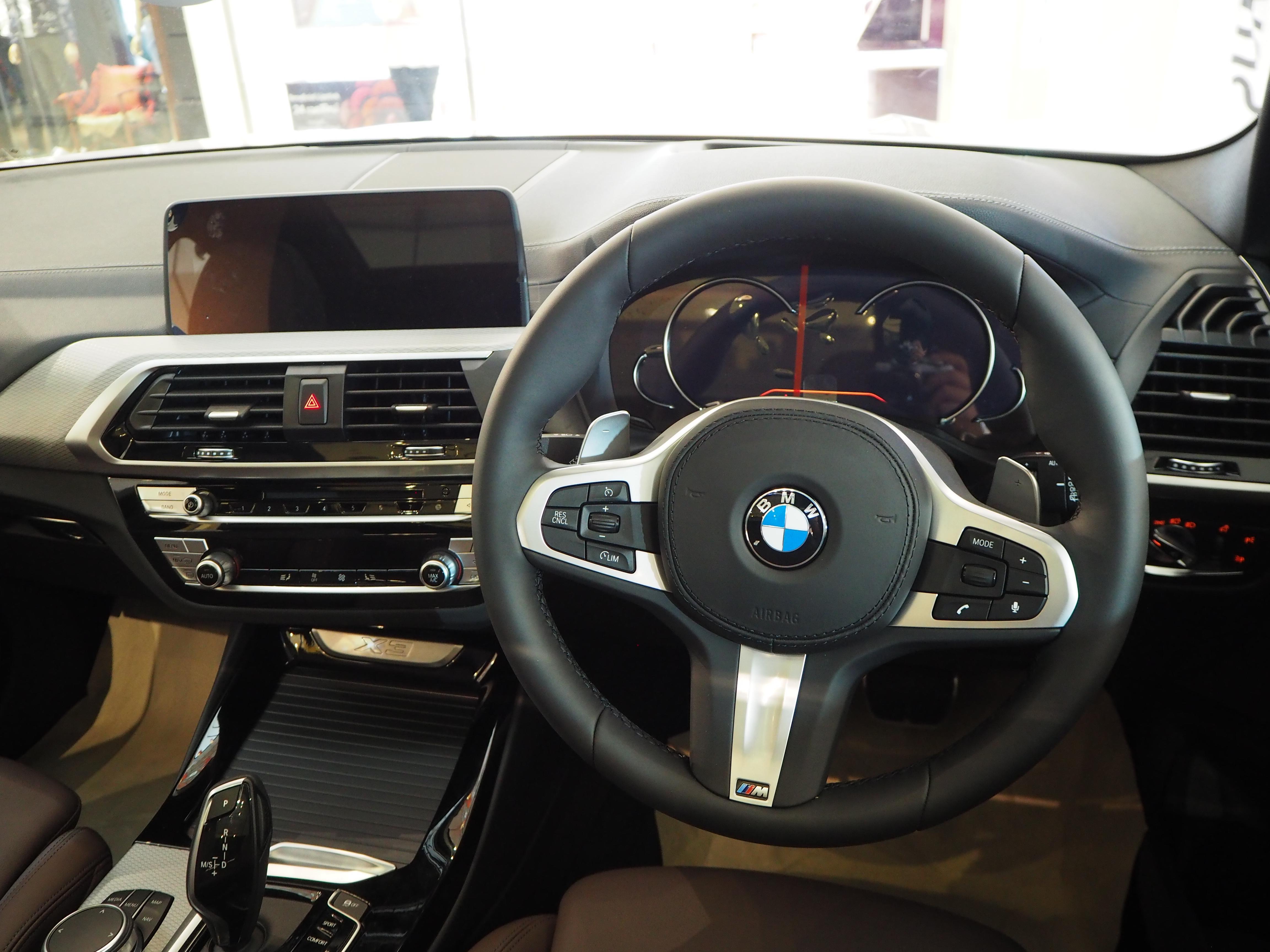 File 2018 Bmw X3 Xdrive 20d M Sport Cockpit Jpg Wikimedia Commons