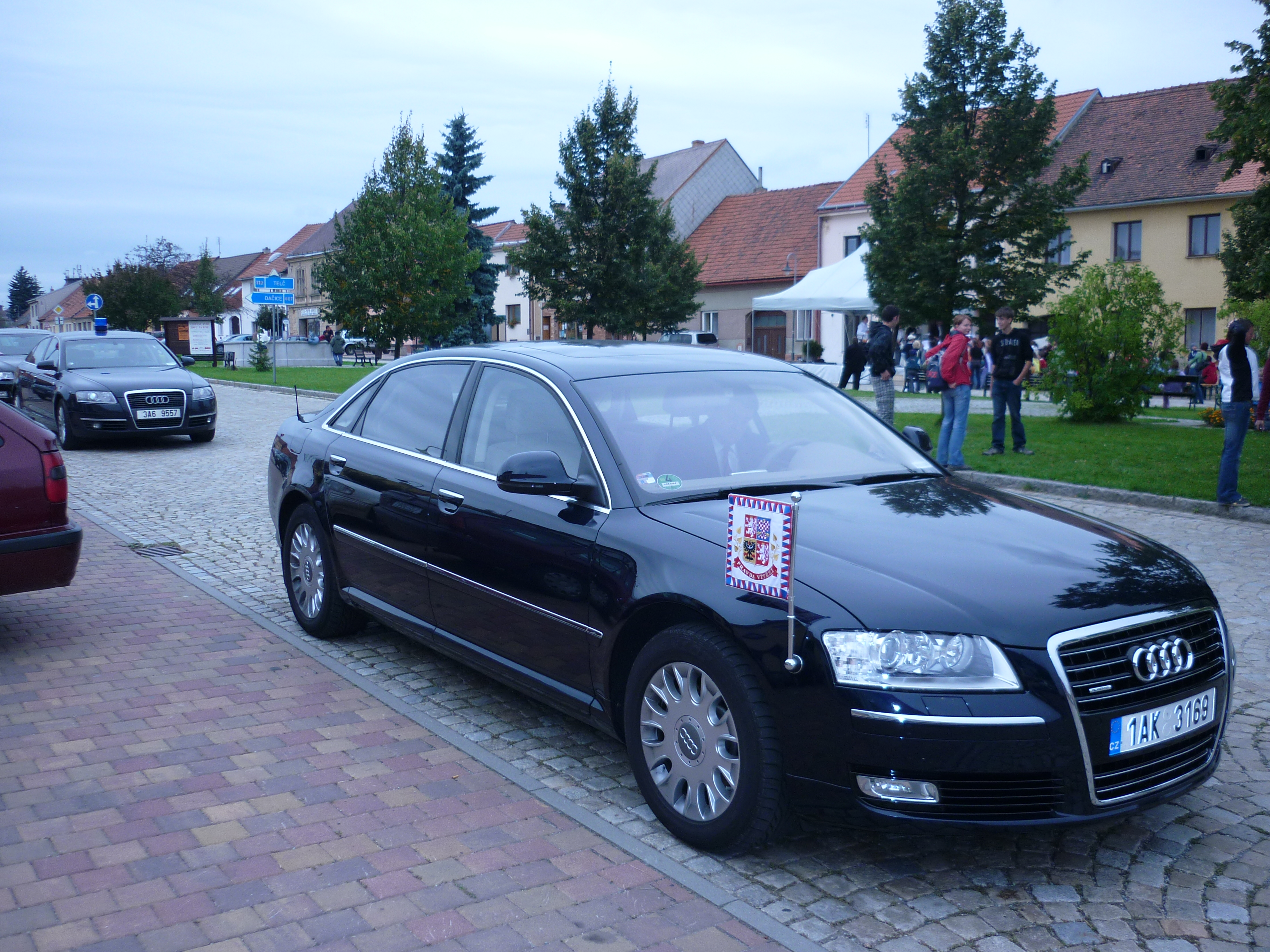 Audi A8 W12 >> File:AUDI A8 4.2 Quattro - Czech President.jpeg ...