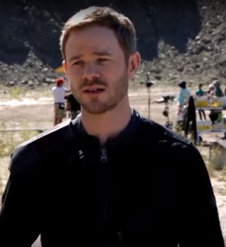 The 40-year old son of father Rick Ashmore and mother Linda Ashmore Aaron Ashmore in 2020 photo. Aaron Ashmore earned a  million dollar salary - leaving the net worth at 2 million in 2020