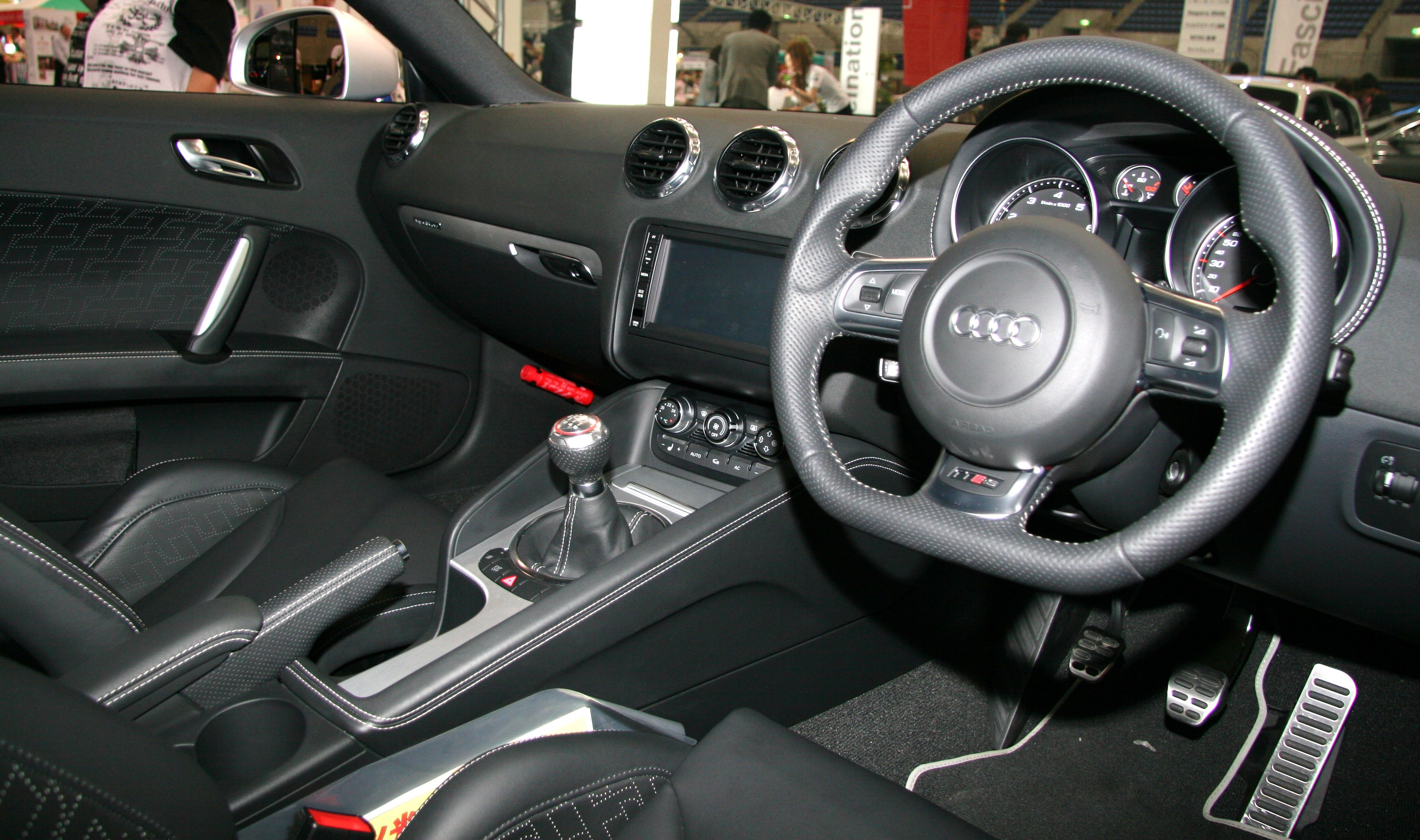 Tt rs interior autos post for Audi tt interieur