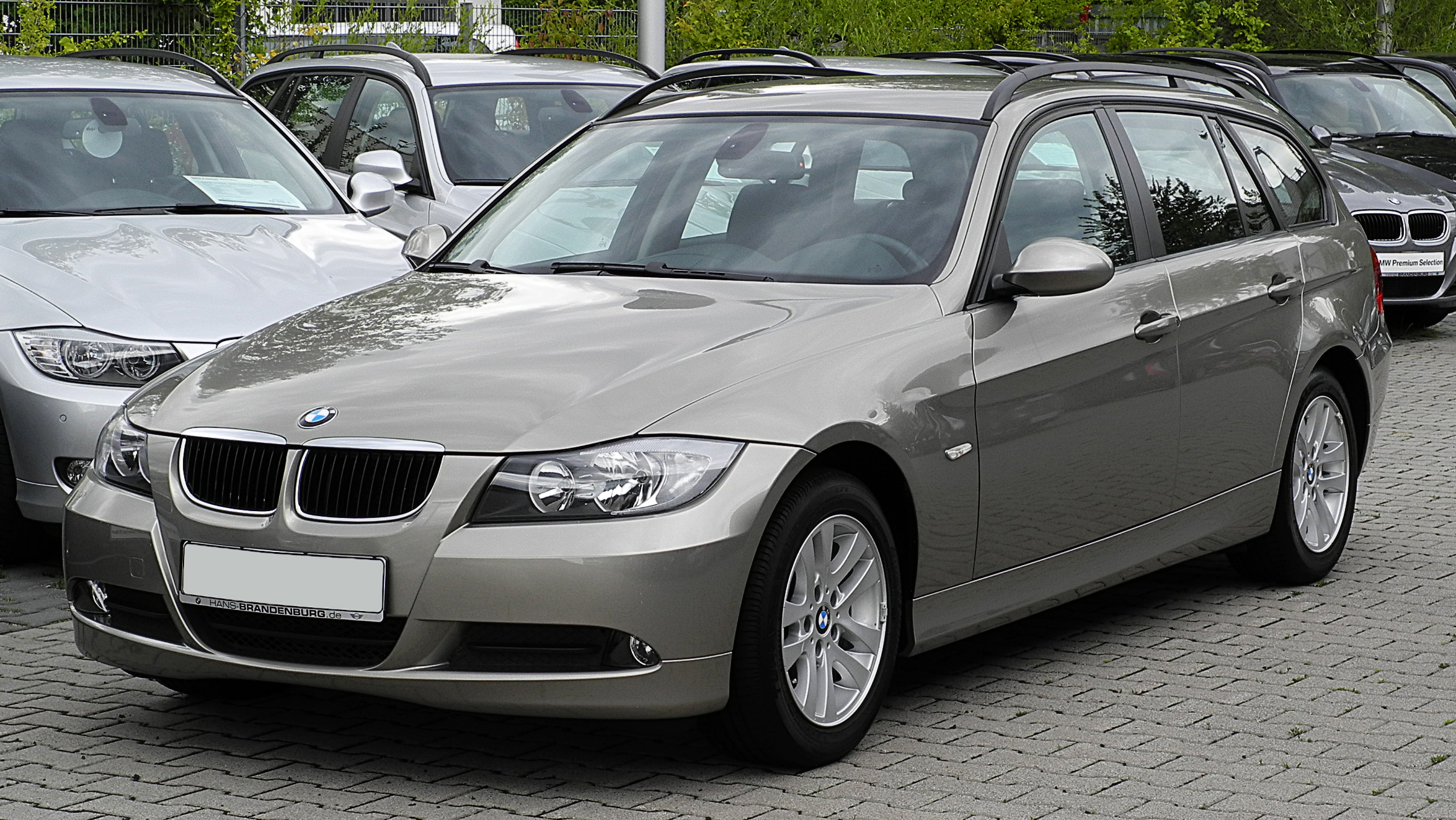 file bmw 320d touring e91 frontansicht 17 juli 2011 wikimedia commons. Black Bedroom Furniture Sets. Home Design Ideas