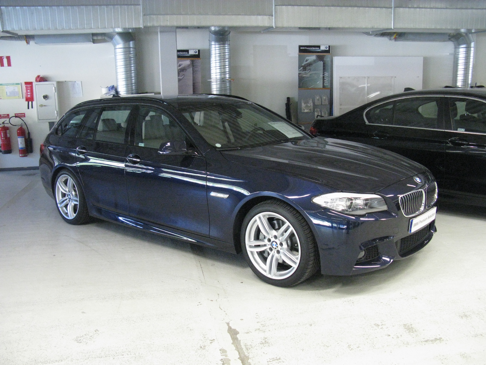 file bmw 530d touring m sport f11 9902290244 jpg wikimedia commons. Black Bedroom Furniture Sets. Home Design Ideas