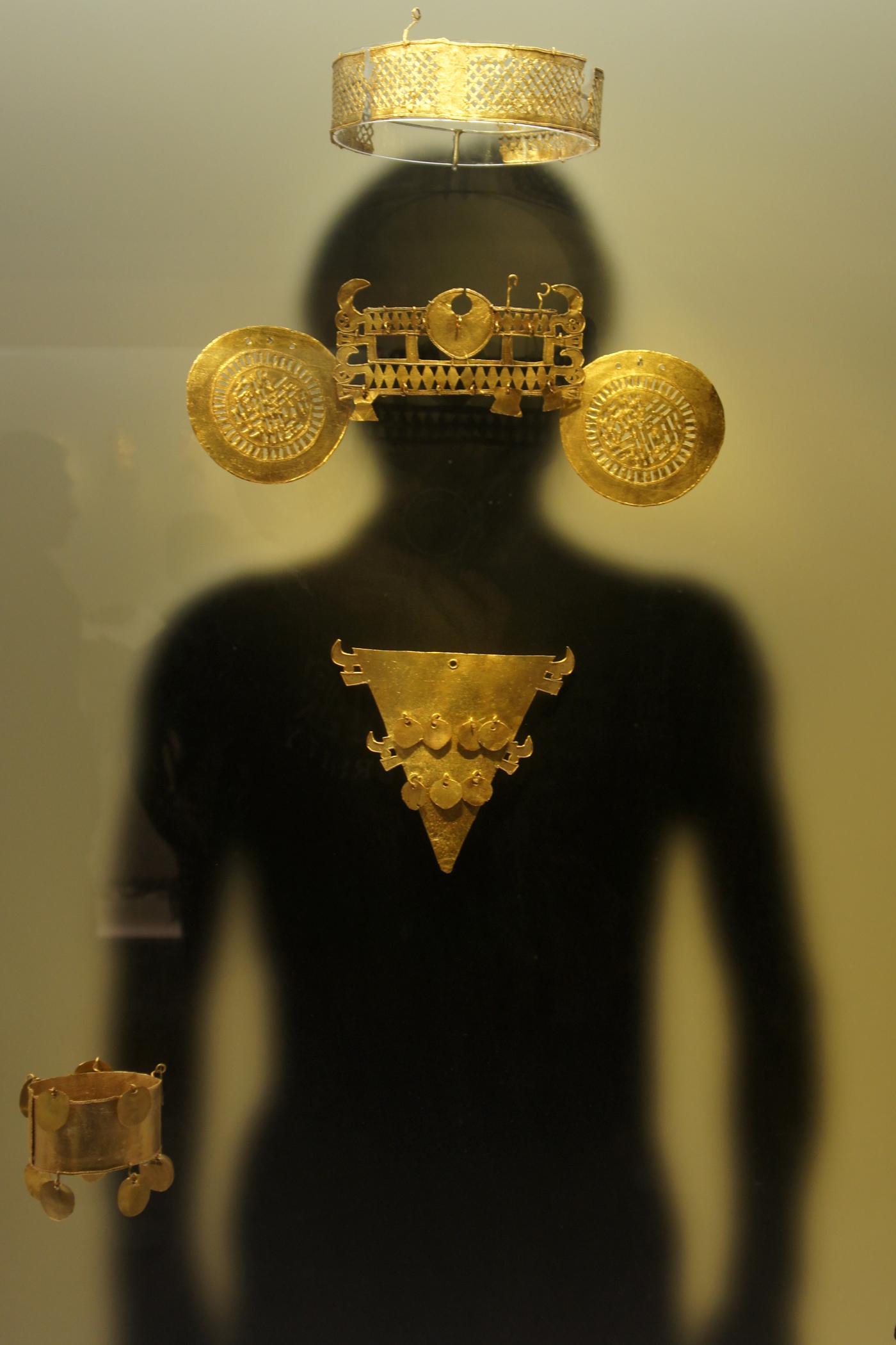 Archivo:BOG 04 2012 Museo de Oro 1212.JPG Wikipedia, la