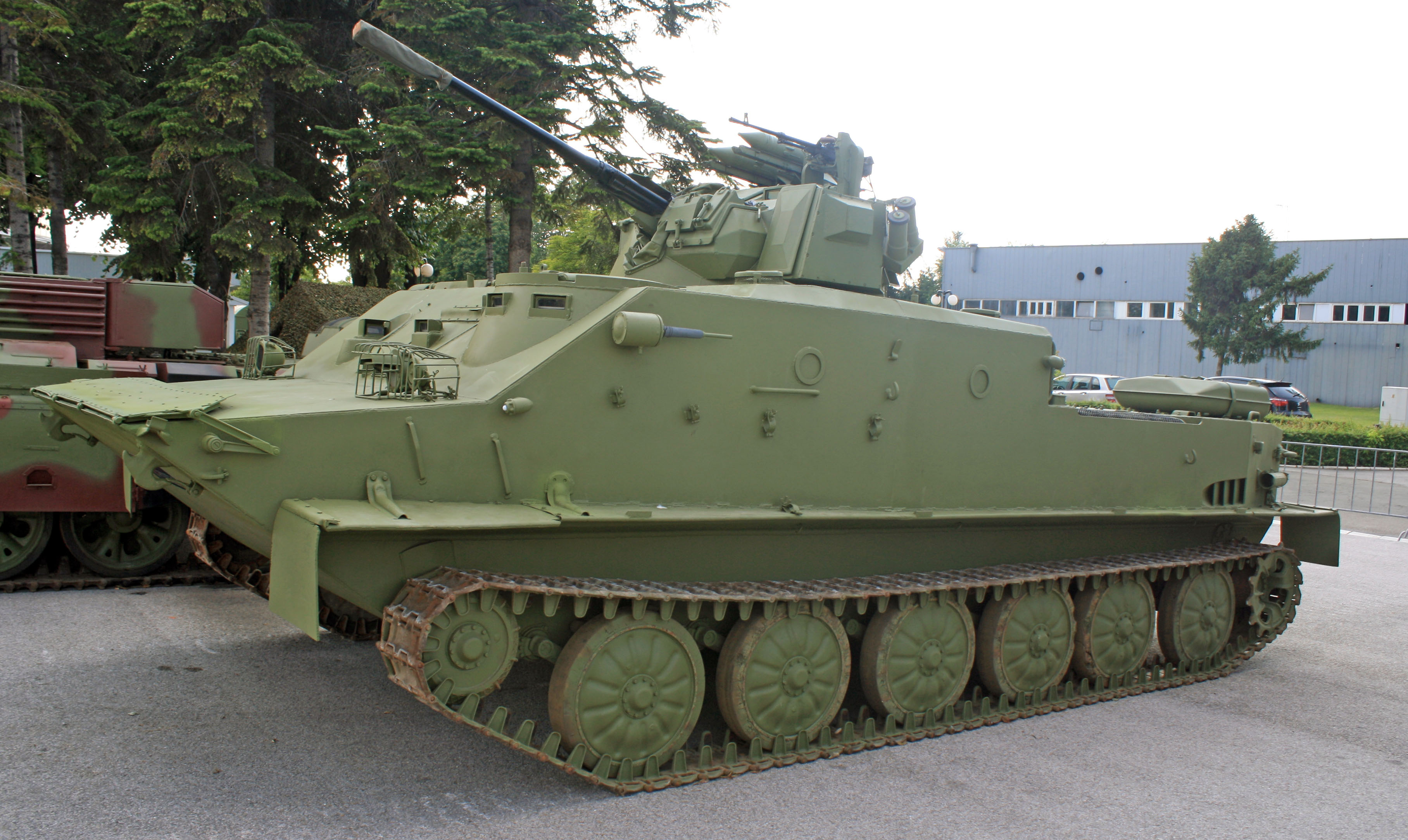 https://upload.wikimedia.org/wikipedia/commons/4/43/BTR-50S_2.jpg