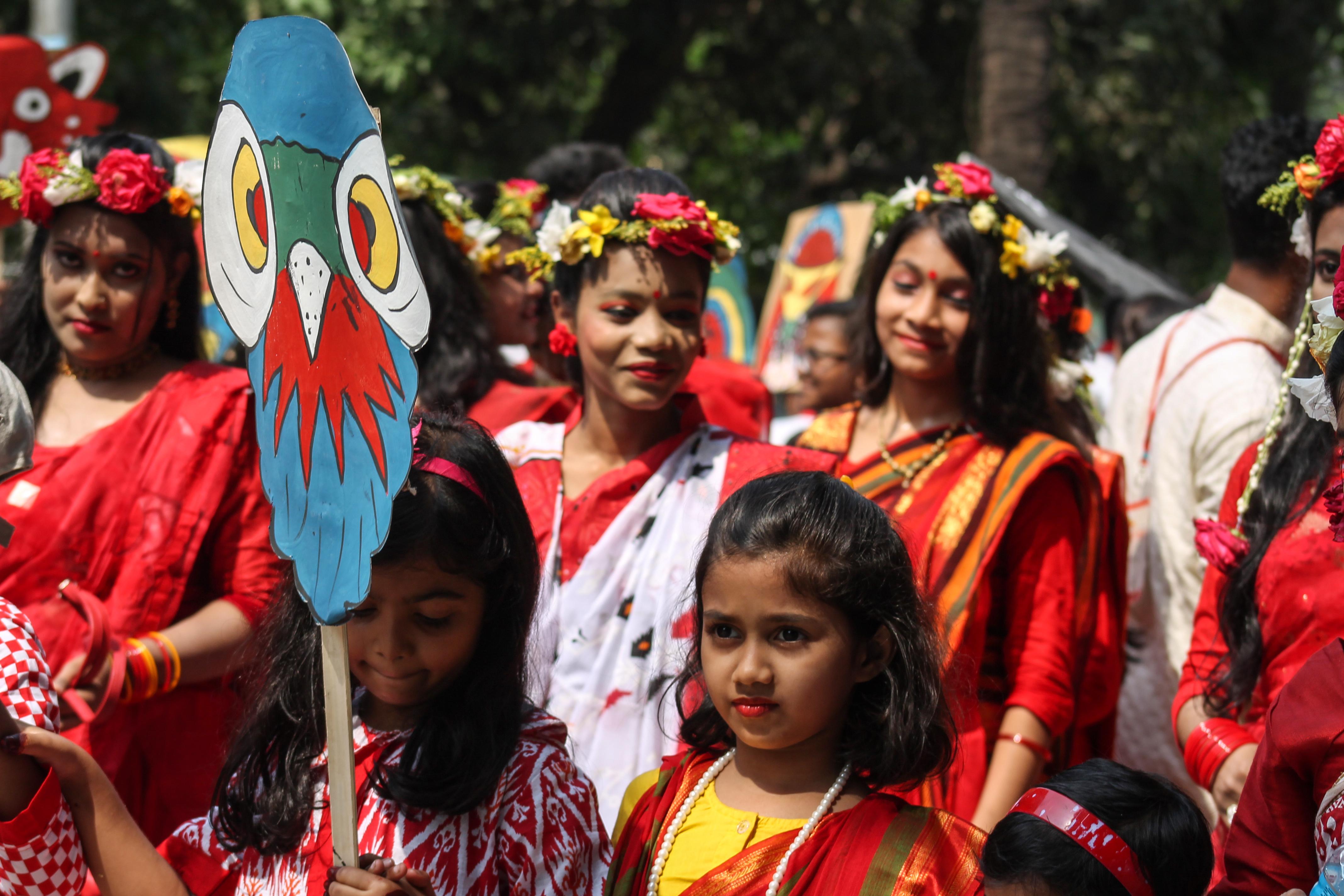 Filebangladeshi girls wearing draping sari with flower crown at original file izmirmasajfo Gallery