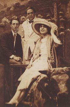 Beatrice Wood and w:Marcel Duchamp (far left) at Coney Island, New York, June 21, 1917.