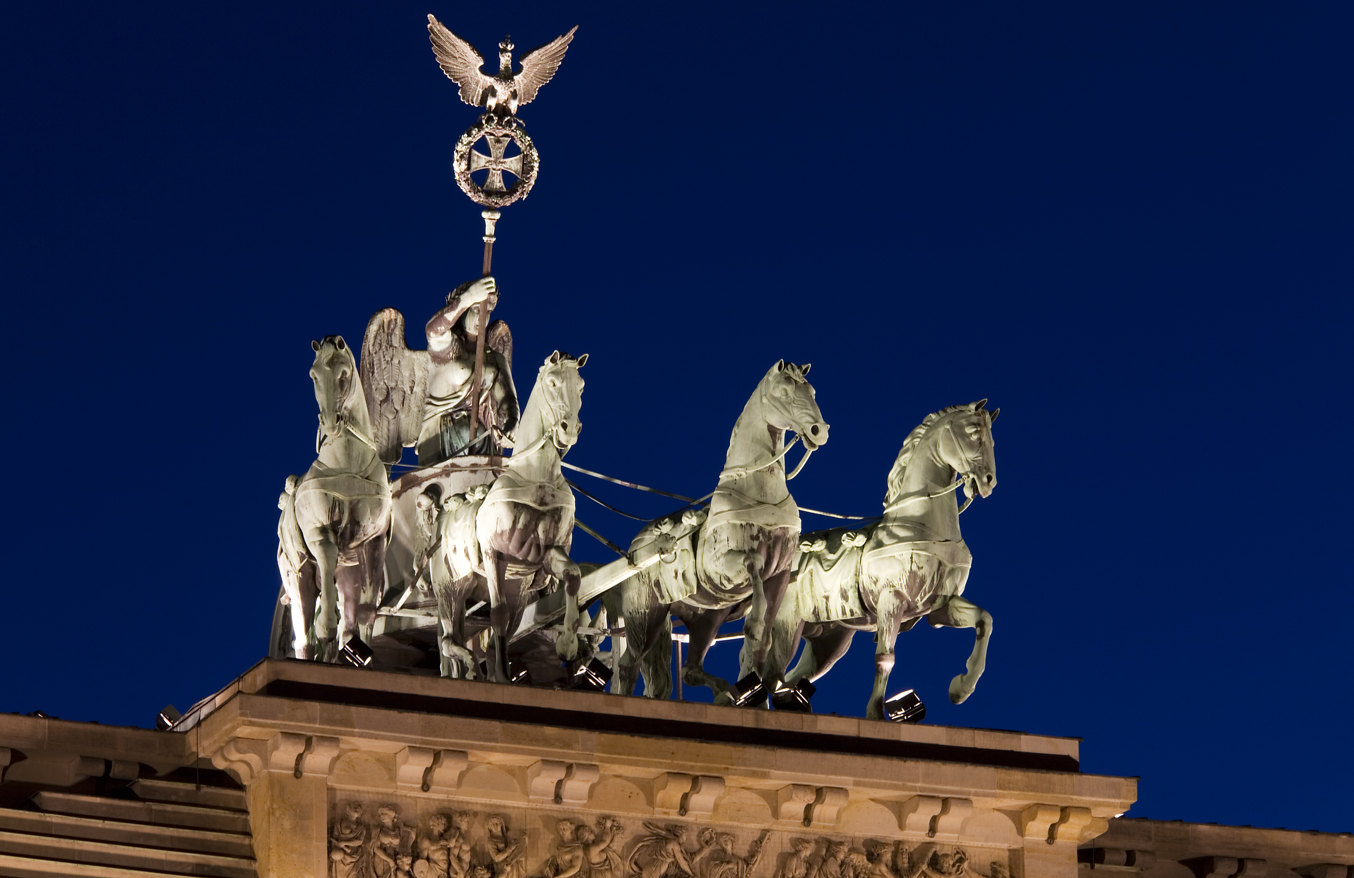 File Berlin A Quadriga Or Four Horse Chariot Atop The