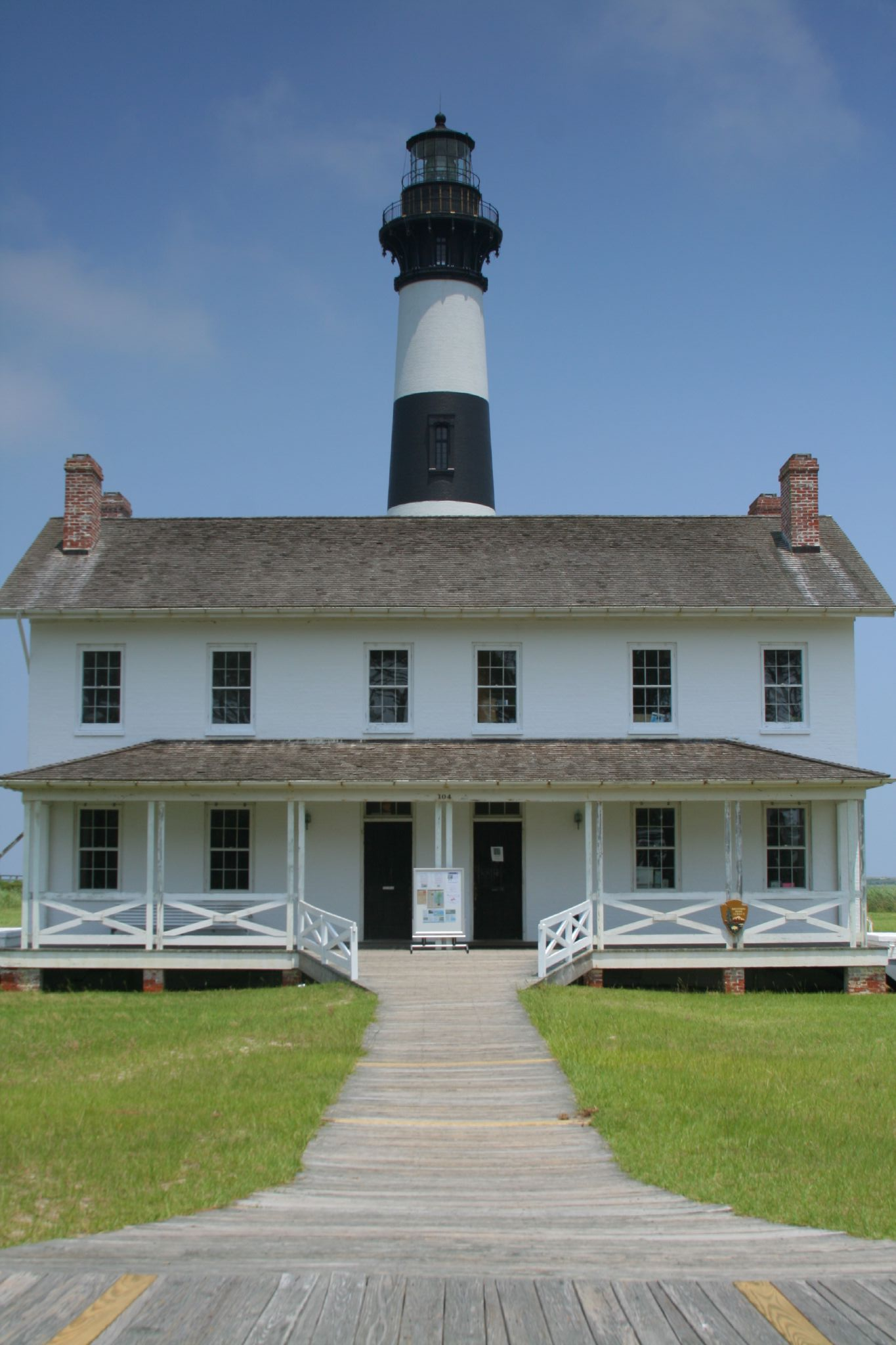 Ficheiro:Bodie Island Lighthouse and keeper's quarters jpg
