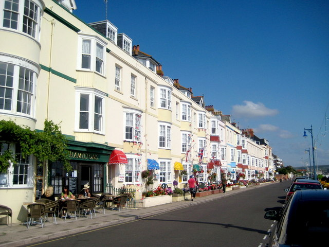 File:Brunswick Terrace - Weymouth - geograph.org.uk - 1491964.jpg