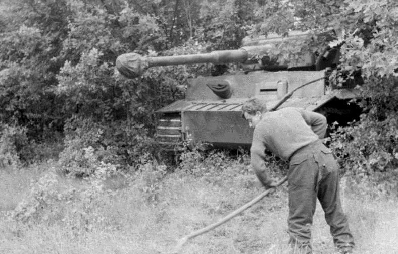 File:Bundesarchiv Bild 101I-022-2935-18A, Russland, getarnter Panzer VI