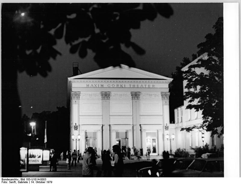 http://upload.wikimedia.org/wikipedia/commons/4/43/Bundesarchiv_Bild_183-U1014-0003%2C_Berlin%2C_Maxim-Gorki-Theater%2C_Nacht.jpg