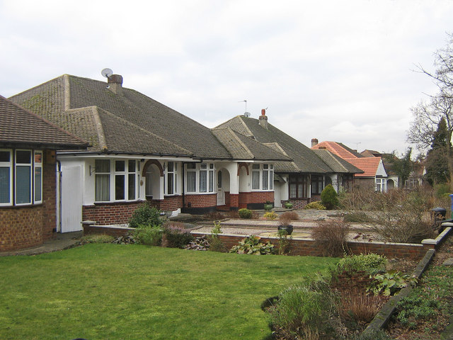 File:Bungalows - geograph.org.uk - 1161300.jpg - Wikimedia