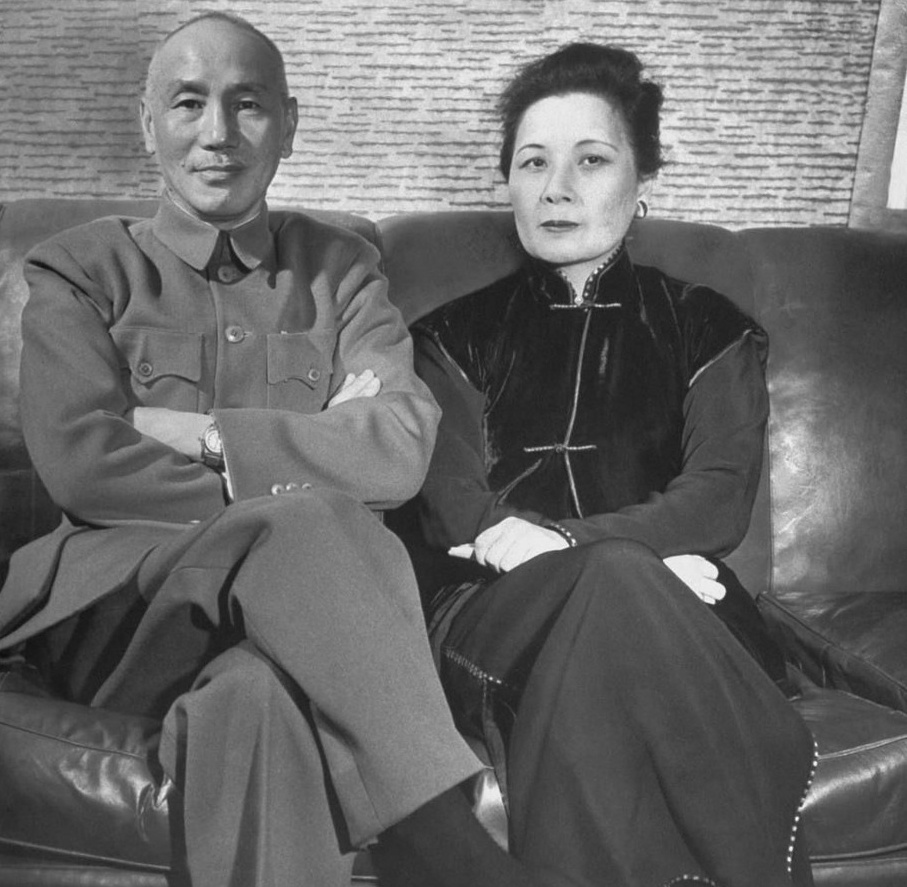 File:Chiang Kai-shek Soong May-ling 1950.jpg - Wikimedia Commons