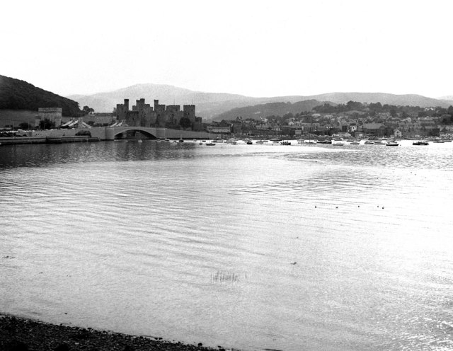 File:Conwy Castle from the railway - geograph.org.uk - 467316.jpg