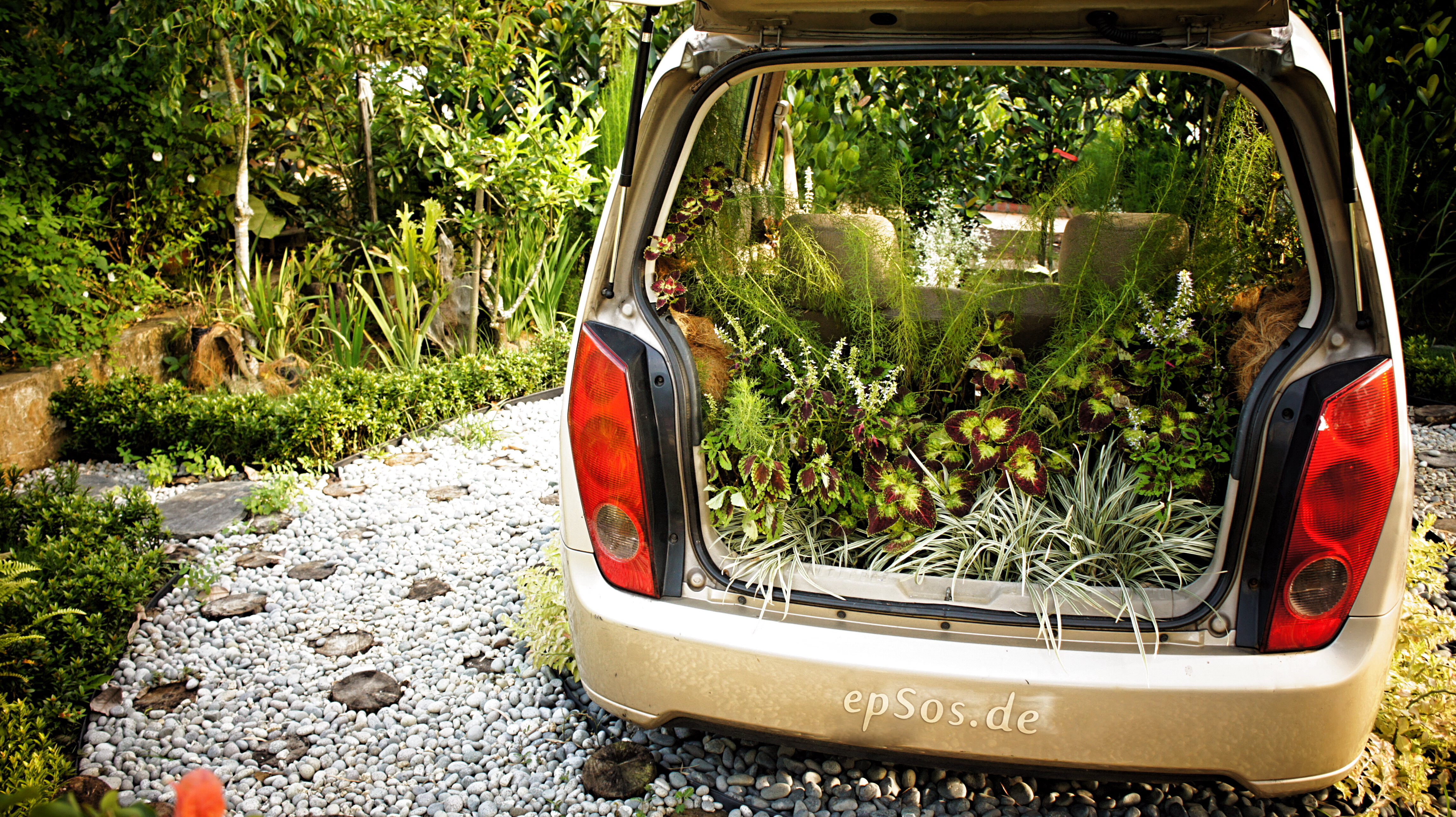 File:Creative Garden Landscape Car