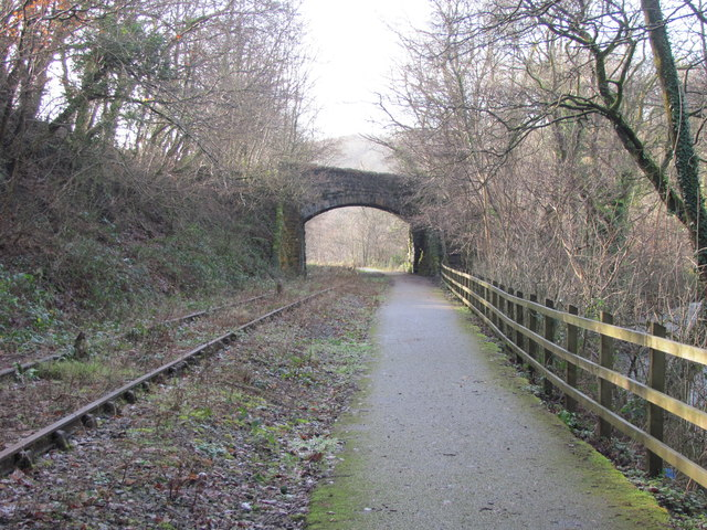 Cycle path alongside disused railway (geograph 2797984)