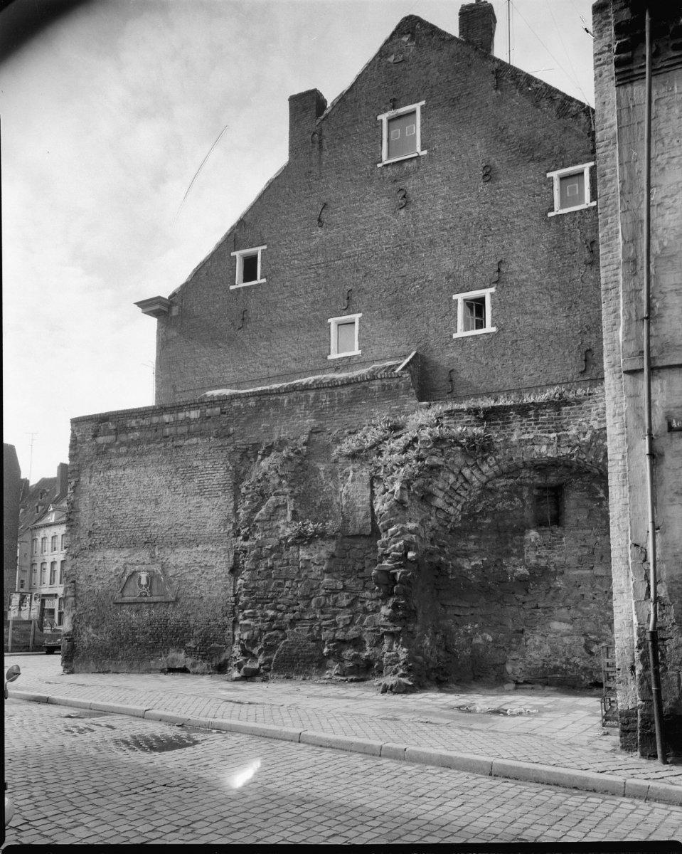 File Deel van Stadsmuur achter de Molens, hoek Grote Looiersstraat   Maastricht   20145378   RCE