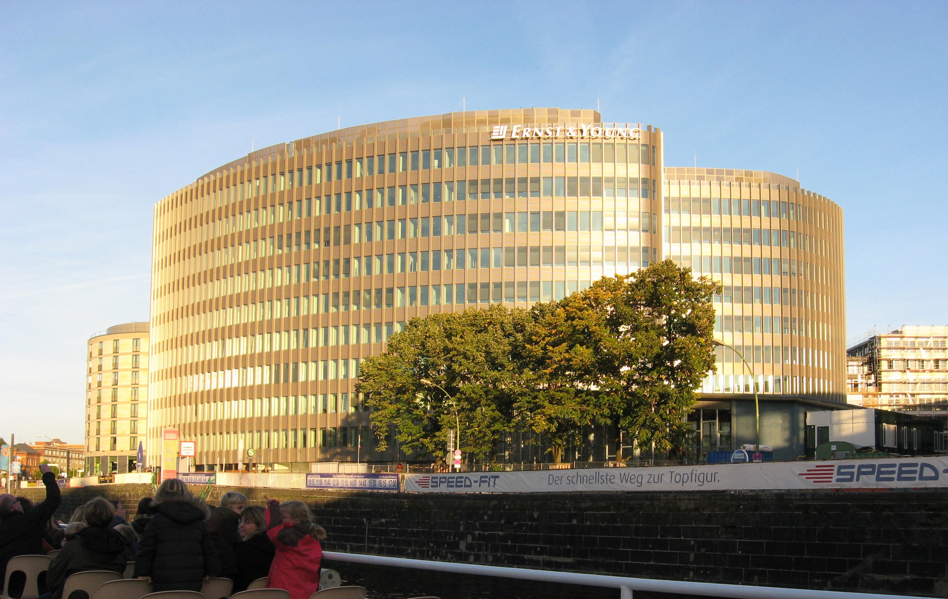 File:Ernst and Young Berlin.jpg - Wikimedia Commons