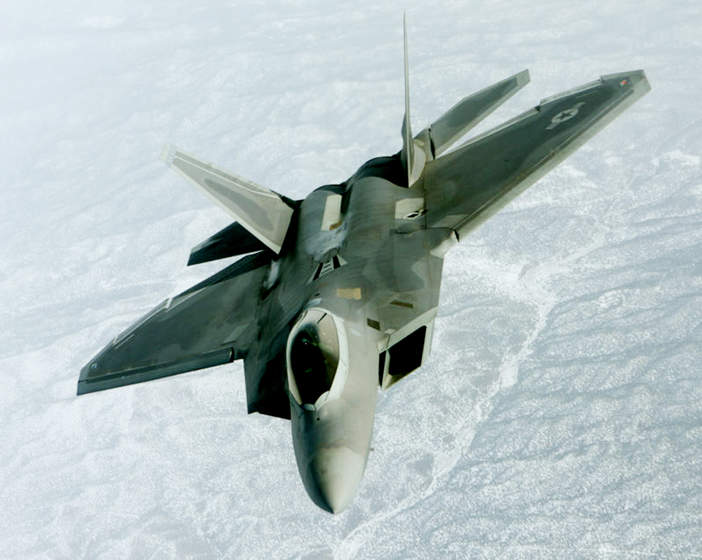 https://upload.wikimedia.org/wikipedia/commons/4/43/F-22_Raptor_-_100202-F-7443P-551.jpg