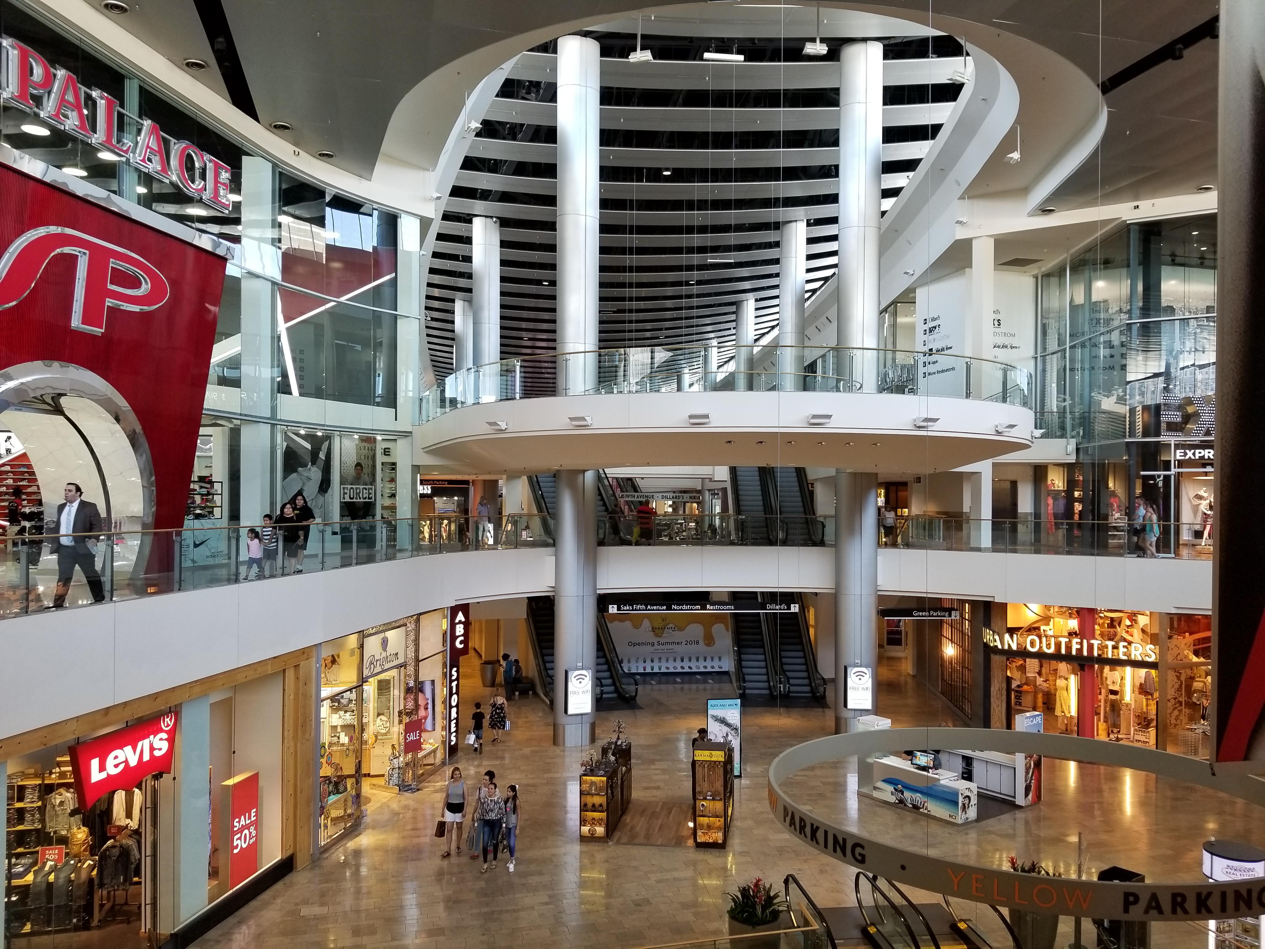 FileFashion Show Mall in Vegas , Wikimedia Commons