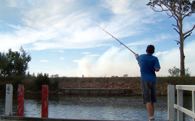 صيد السمك Fishing_off_pier
