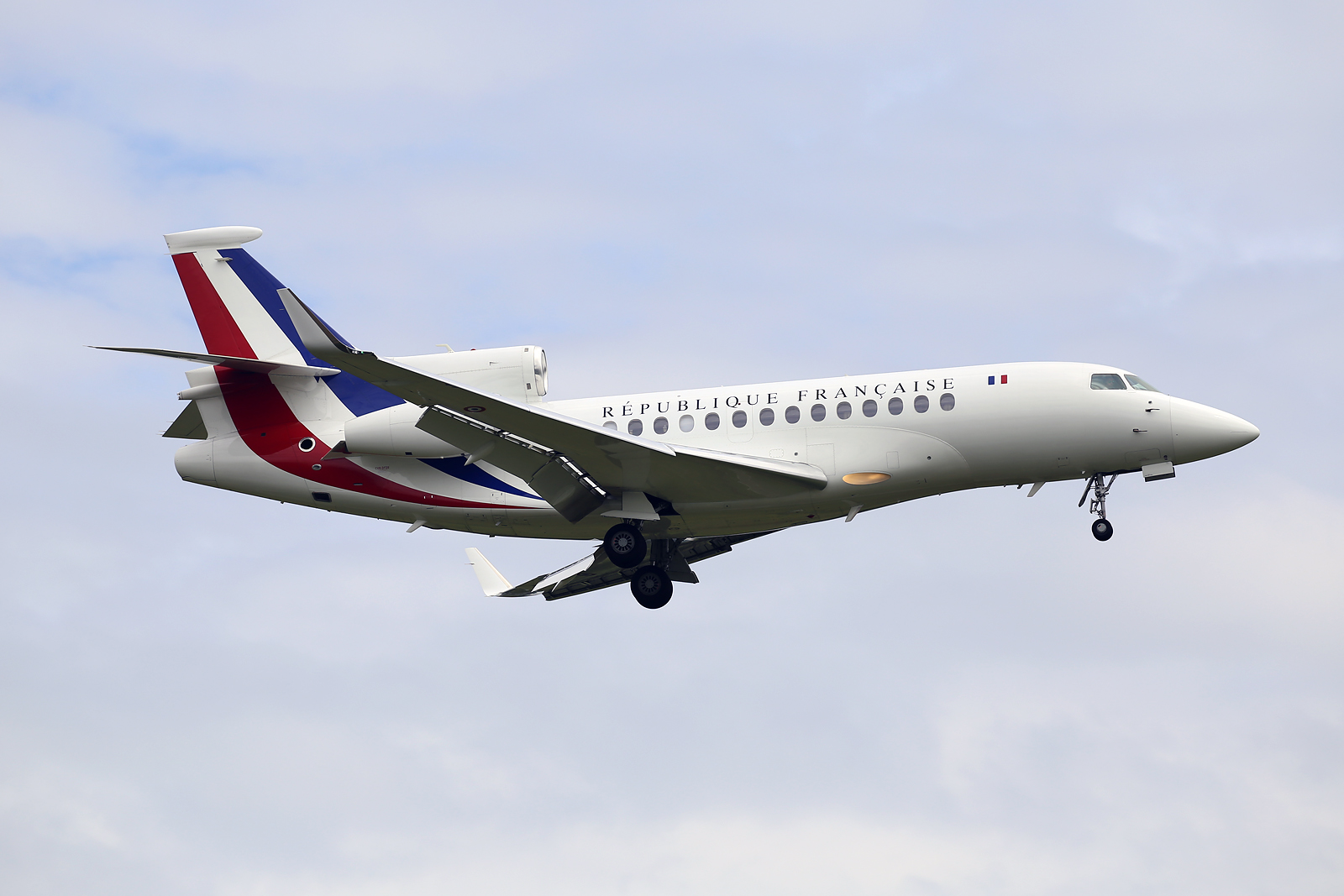 file france air force dassault falcon 7x f rafa 26807192394 jpg