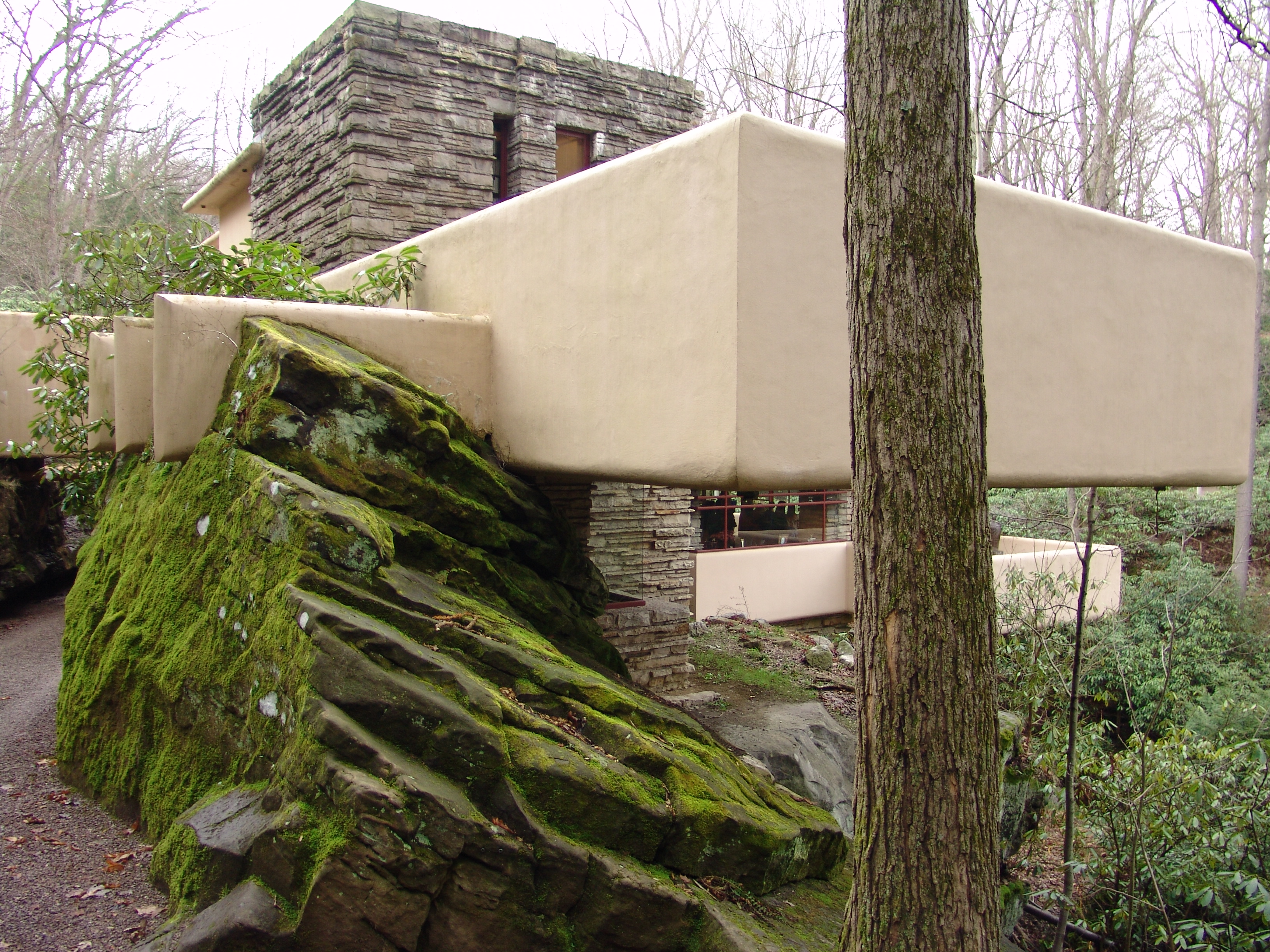 frank lloyd wright falling water essay The passion of frank lloyd wright so that fallingwater reprinted by permission from an essay by william cronon in frank lloyd wright.