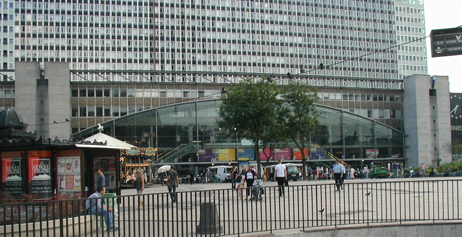 Gare montparnasse exterieur.jpg