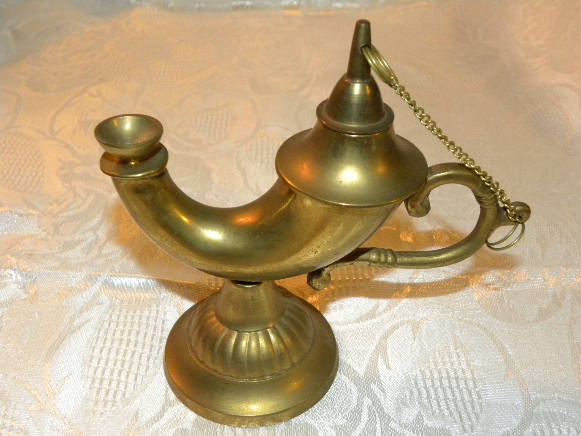 English: Genie lamp, oil lamp, Aladdin's lamp,...