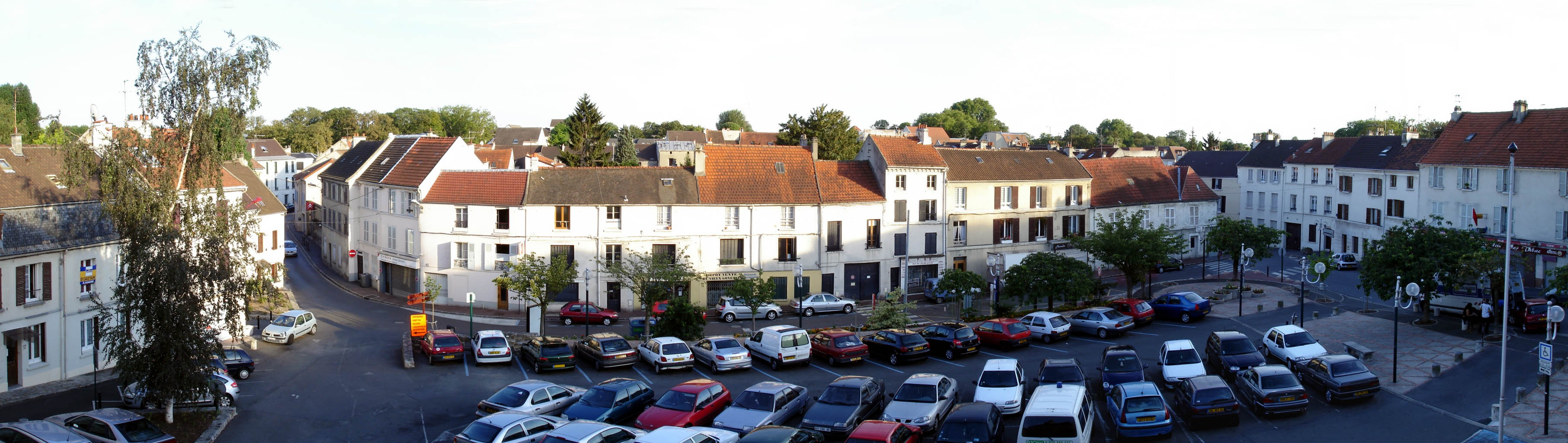 File Gonesse - Place du 8 Mai 1945 - panoramique.jpg - Wikimedia Commons 8218ac2a47b1